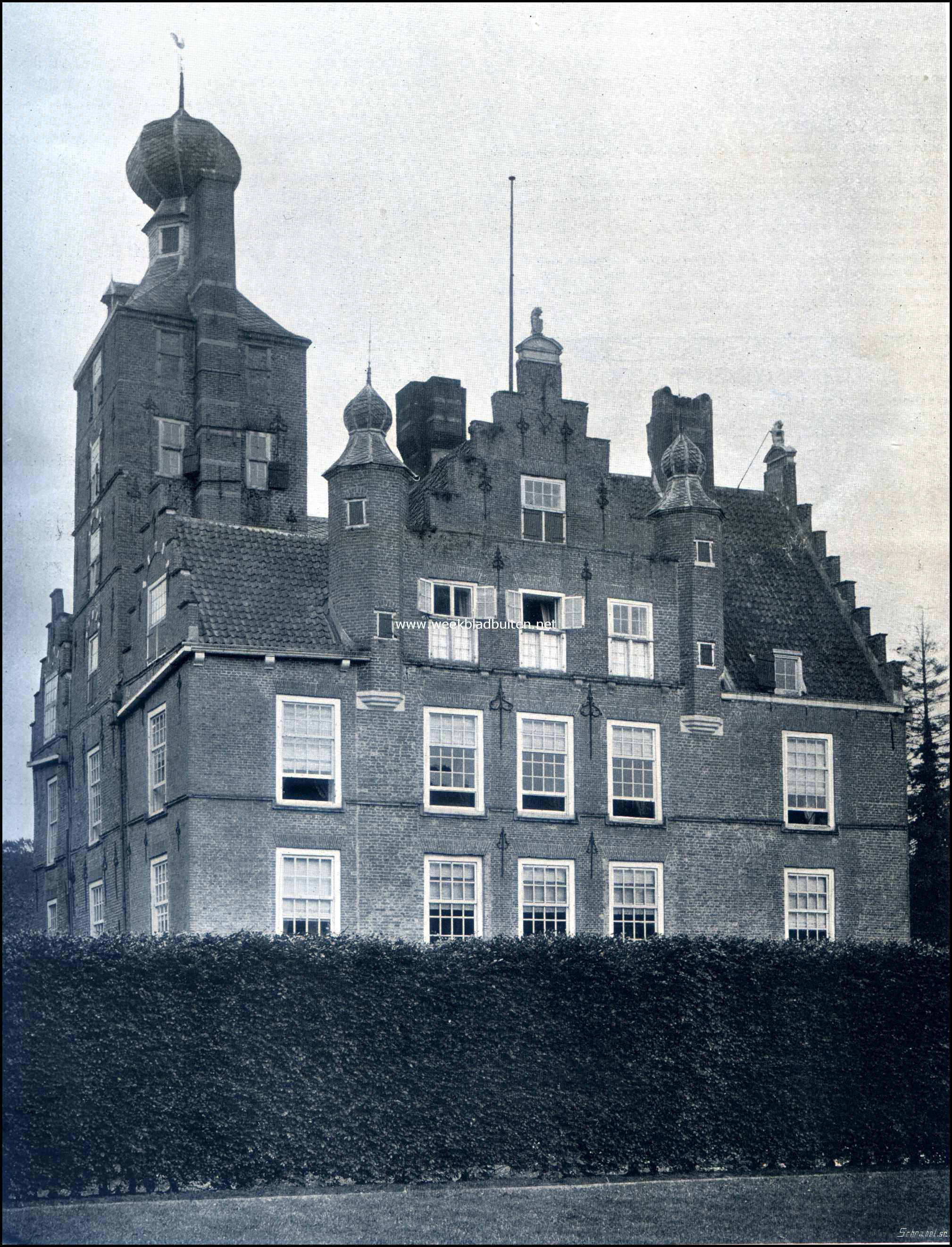 Torens, trapgevels en schoorsteenen van het Kasteel Zuylestein