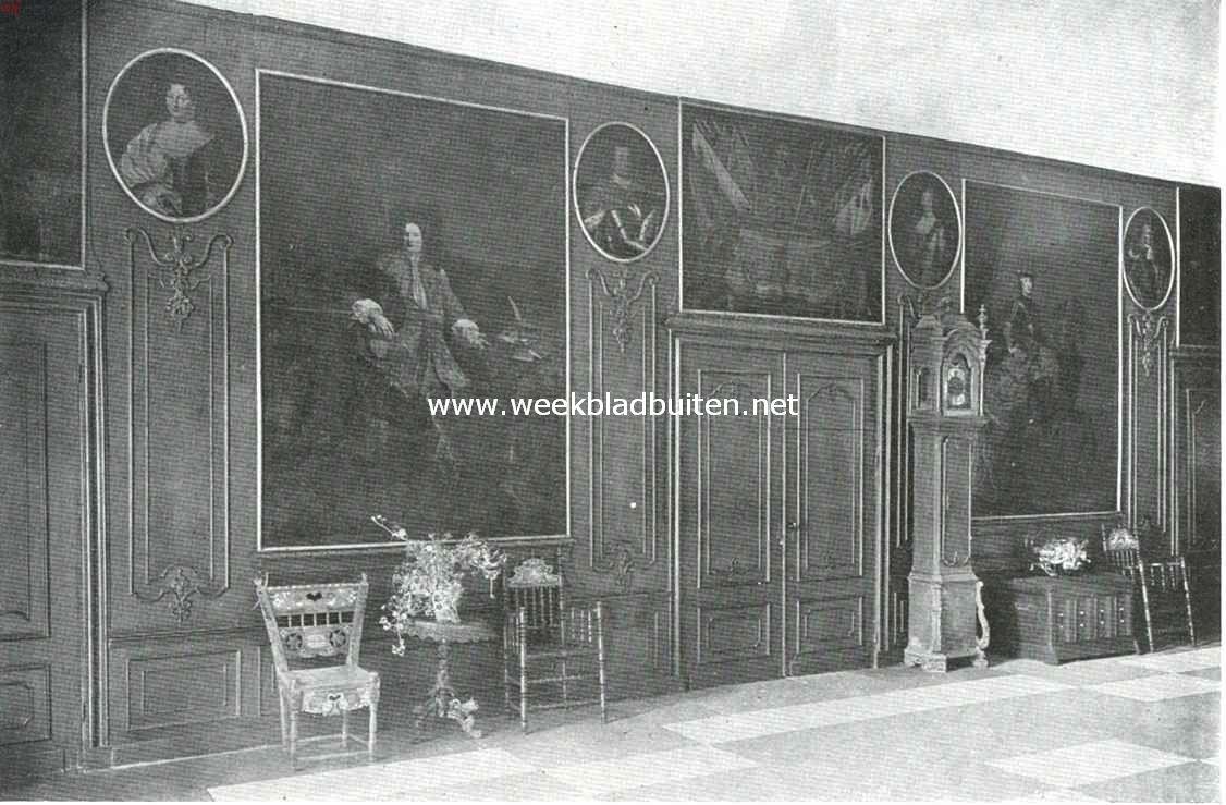 De hal op de Cannenburch. Boven de deur het portret van Marten van Rossem
