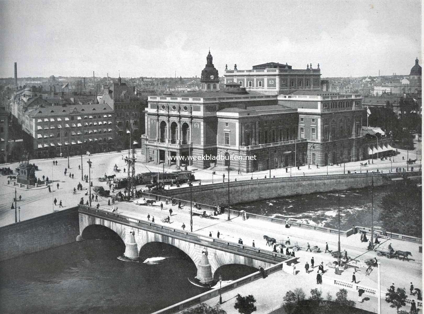 Stockholm. De Norrbro met het Koninklijke Theater