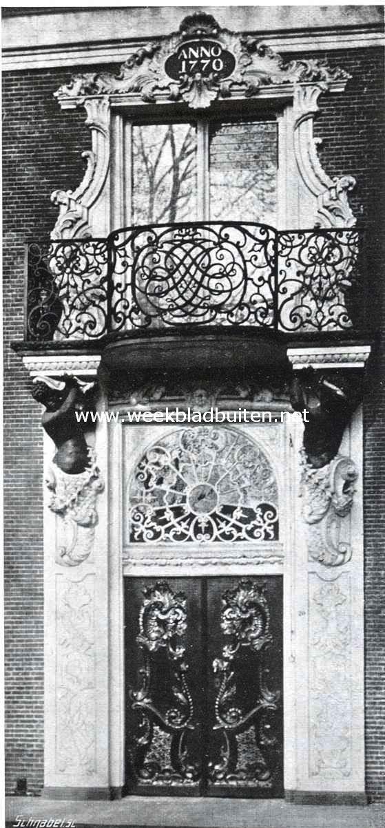 De mooie deur- en vensteromlijsting van