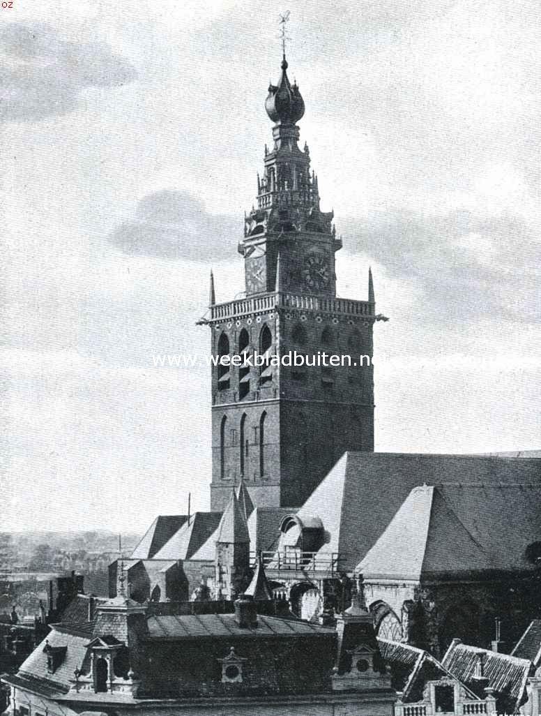 De toren van Nijmegen's Groote Kerk, oprijzend boven de daken der stad