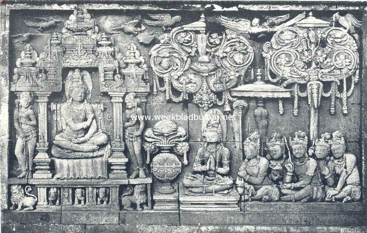 De Boroboedoer. Een der vele reliëfs op de borstwering der galerijen 6