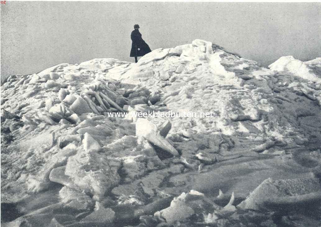 Een herinnering aan de vorstperiode. Een ijsberg op de Zuiderzee ongeveer 1200 M. van het strand bij Muiderberg, in een spiegelgladde omgeving