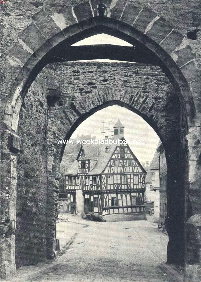 Kijkje door de stadspoort te Rheus a.d. Rijn