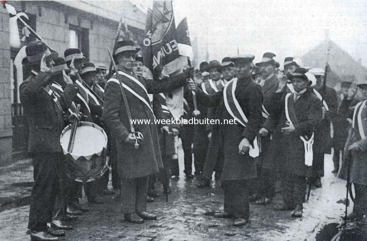 Te Deurne heeft ieder jaar op St. Antoniusdag, 17 Januari, de plechtige dekenverkiezing plaats. De deken geeft hier het vaandel over aan den commandant van het gilde