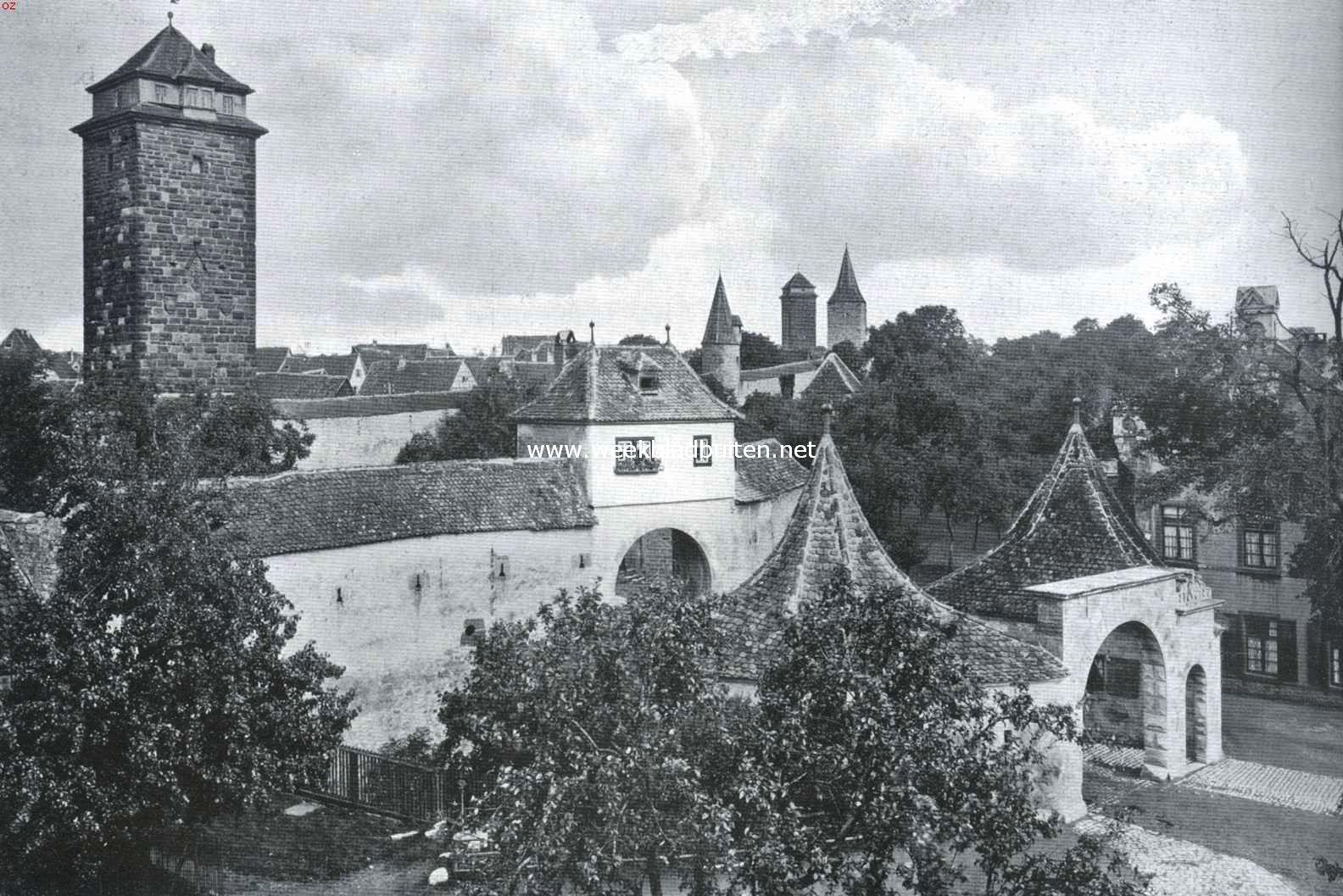 Rothenburg ob der Tauber. De Röderpoort met stadsmuur